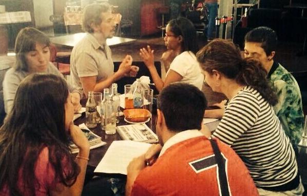 Grupo trabajando para el texto de Teatro Encuentro ¿Imaginas?